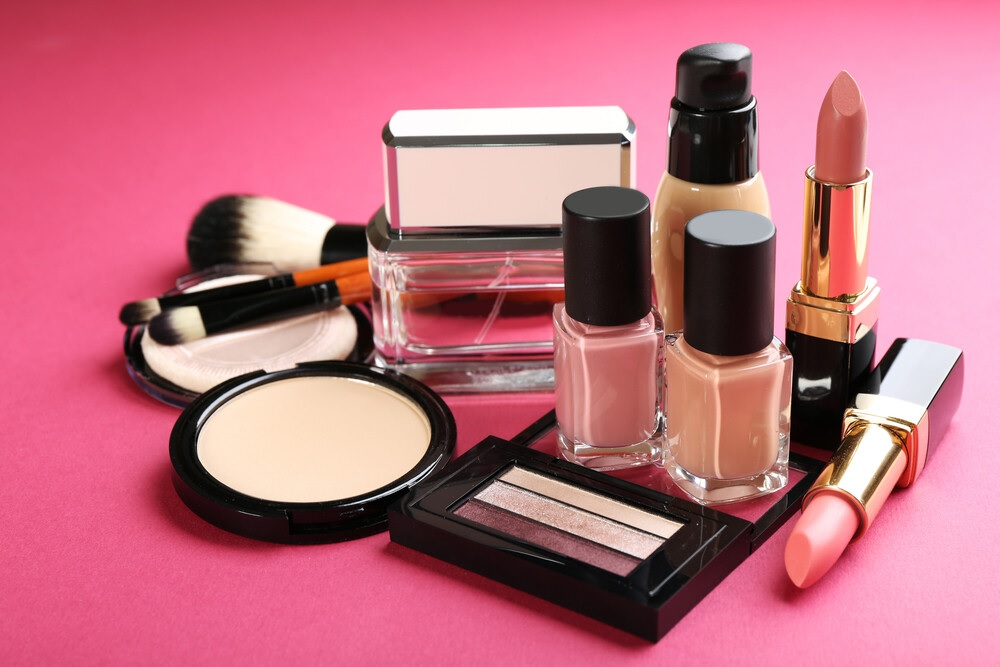 Top 6 Best Makeup Products Before And After: What Should You Have?